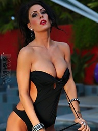 Jessica Jaymes shows off her in nature's..