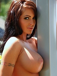 Jenna Presley receives naked outdoors and..