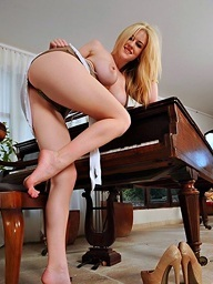 Music lessons from sexy legs and feet..