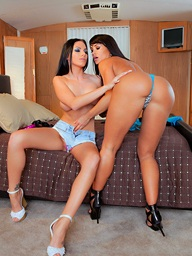 Penthouse.com Photo Gallery - Juelz Ventura and Lisa Ann - Penthouse Pets™ and the World's Sexist Women Since 1973